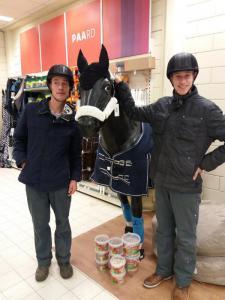 In de paardenwinkel!
