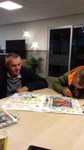 Peter en Tom maken een mooie kaart